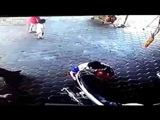 Отец спас двух деток
