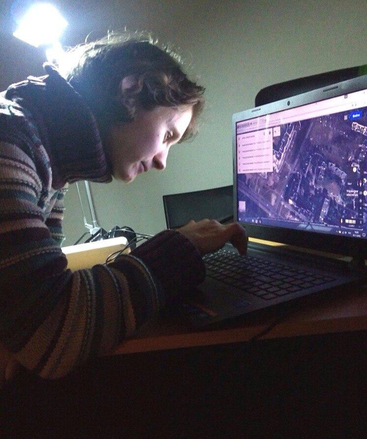 Таня работает на компьютере