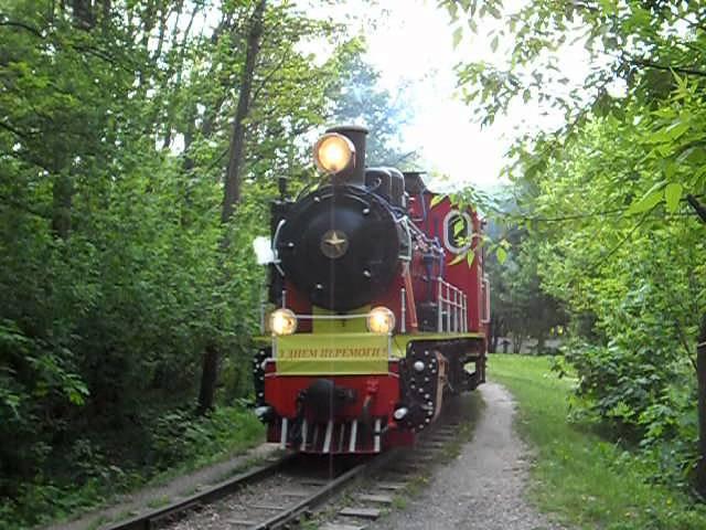 ГР-336 с пассажирским поездом в день Победы.