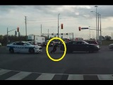 LiveLeak - Officer Pushes Disabled Vehicle Out of the Intersection