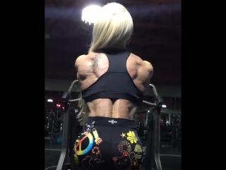 Annie Freitas тренировка спины