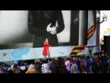 Сати Казанова исполняет песню - Синий Платочек .