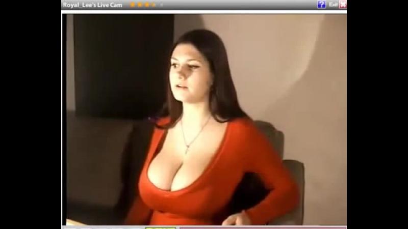 Блондинка оголила свои дойки перед вебкамерой  376886