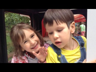 Vlog ПАРК, ЕДЕМ НА ПАРАВОЗИКЕ в зоопарке КАТЯ И КОЛЯ