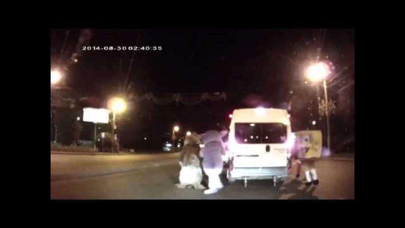 Микки Маус Губка Боб Лунтик и Белка избили водителя в Челябинске