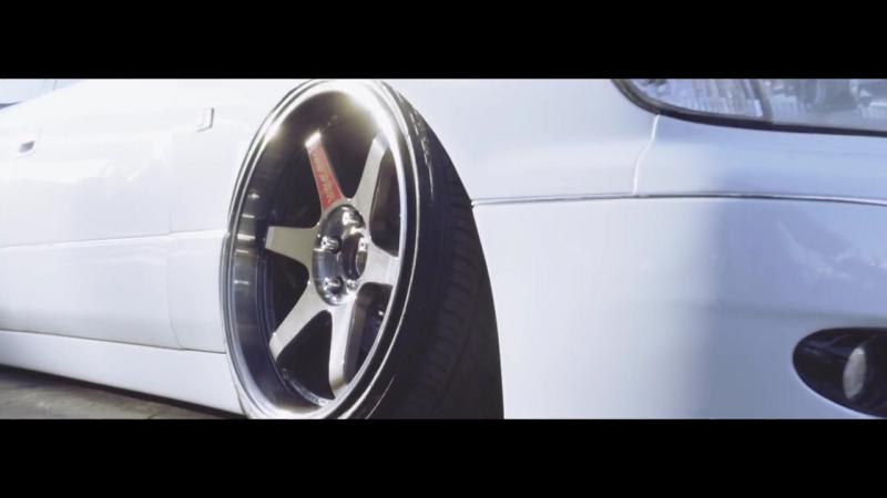 BIPPU LIFE - Lexus LS400 -Lowballers-