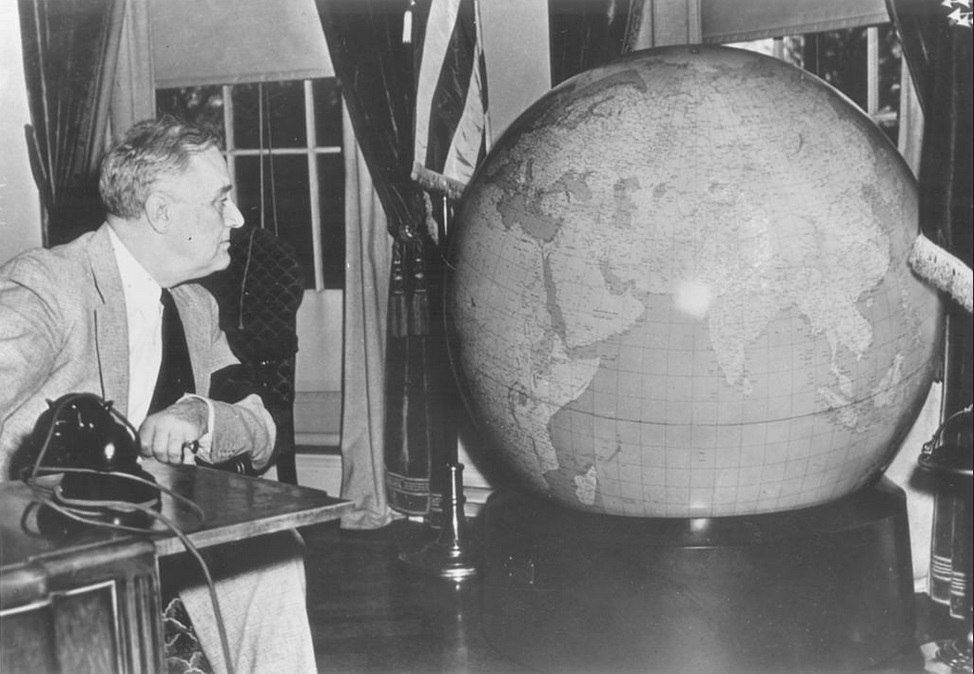 ЦРУ выложило в сеть десятки секретных карт — с 1941 года до наших дней