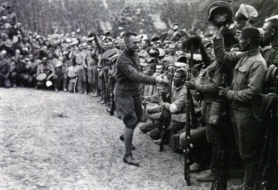 Председатель Временного правительства А.Ф. Керенский на фронте. 1917 год.