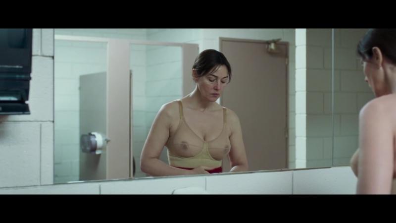 Monica Bellucci Sexy - Ville-Marie (2015)