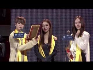 f(x) Won Global Best Team Idol Award at 18th Huading Awards (160331)