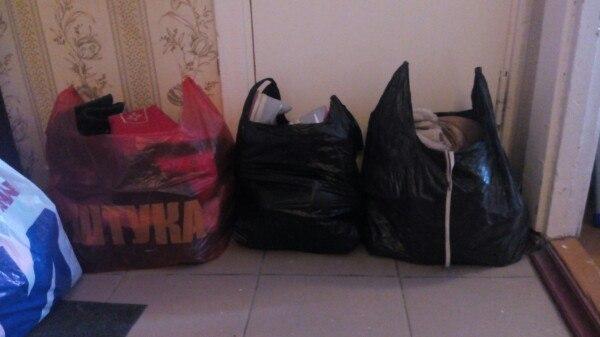 СРОЧНО!!!!! Отдам даром 3 пакета обуви разного сезона и разного размера, в основ...