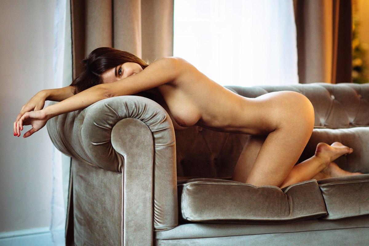 Фотку в очень эротической позе в доме, порно с персией блэк