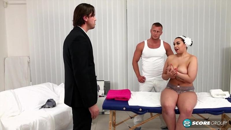 Муж трахает сисястую супругу с массажистом, mature busty milky saggy natural tits wife massage (Инцест со зрелыми мамочками 18+)