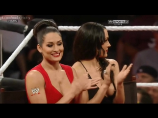 Грудь Бри Беллы (Brie Bella) на WWE Monday Night Raw (22/07/2013) - слоу-моушн