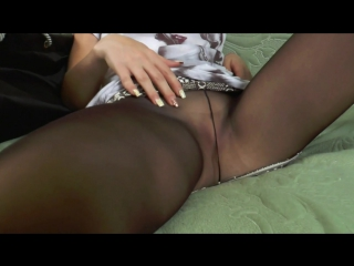 Девушка в платье мастурбирует