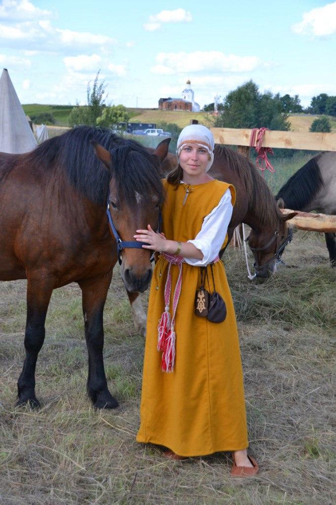 Оля с коняшкой