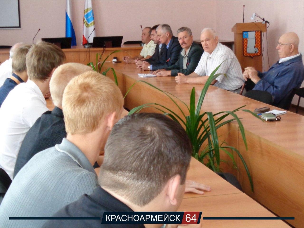 Участники встречи, состоявшейся в канун Дня города в администрации района