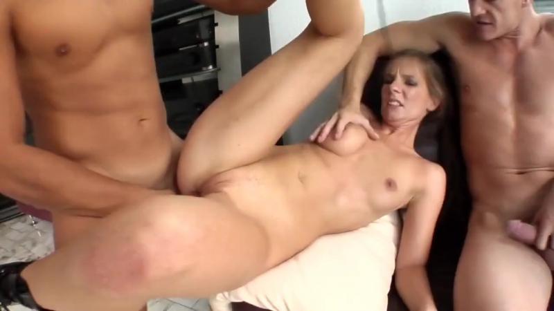 BDSM Парни унижают послушную сучку грубый жесткий секс