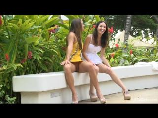 Девки показывают письки на улице видео