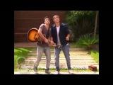Томас и Леон поют под окном Виолетты