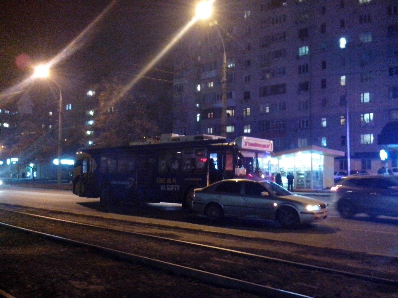 У Харкові не розминулися тролейбус та іномарка (ФОТО) - фото 1