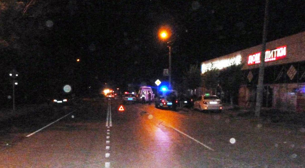 В Таганроге водитель такси на Geely Emgrand сбил 30-летнюю женщину