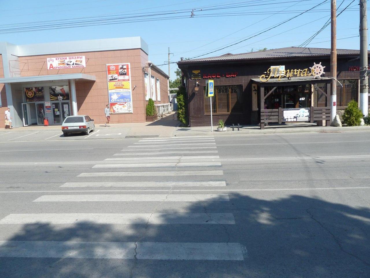 Сегодня утром в Таганроге водитель LADA Kalina сбил женщину с двухлетним ребенком на пешеходном переходе