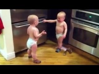 Разговор близнецов.Да-татататата.240