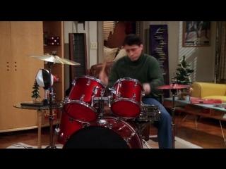 Джо играет на барабанах | FRIENDS