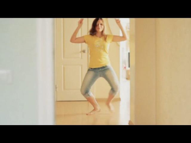 Что делают девушки когда остаются одни дома