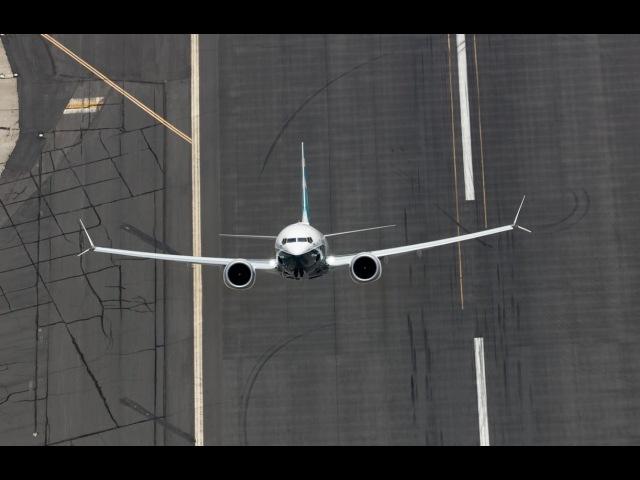 Stunning! Boeing's 737 MAX on Flying Display. Скоро 2019 году у Utair.