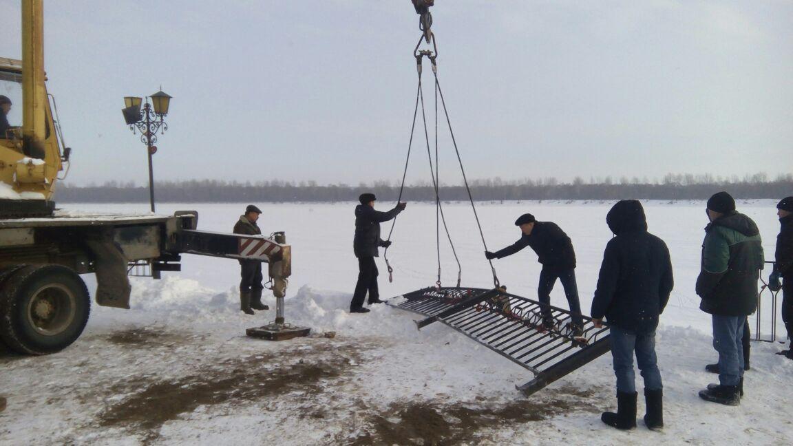ВТатарстане груженый «КАМАЗ» рухнул взамерзшую реку