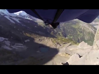 Пролетел через двухметровую дыру в скале