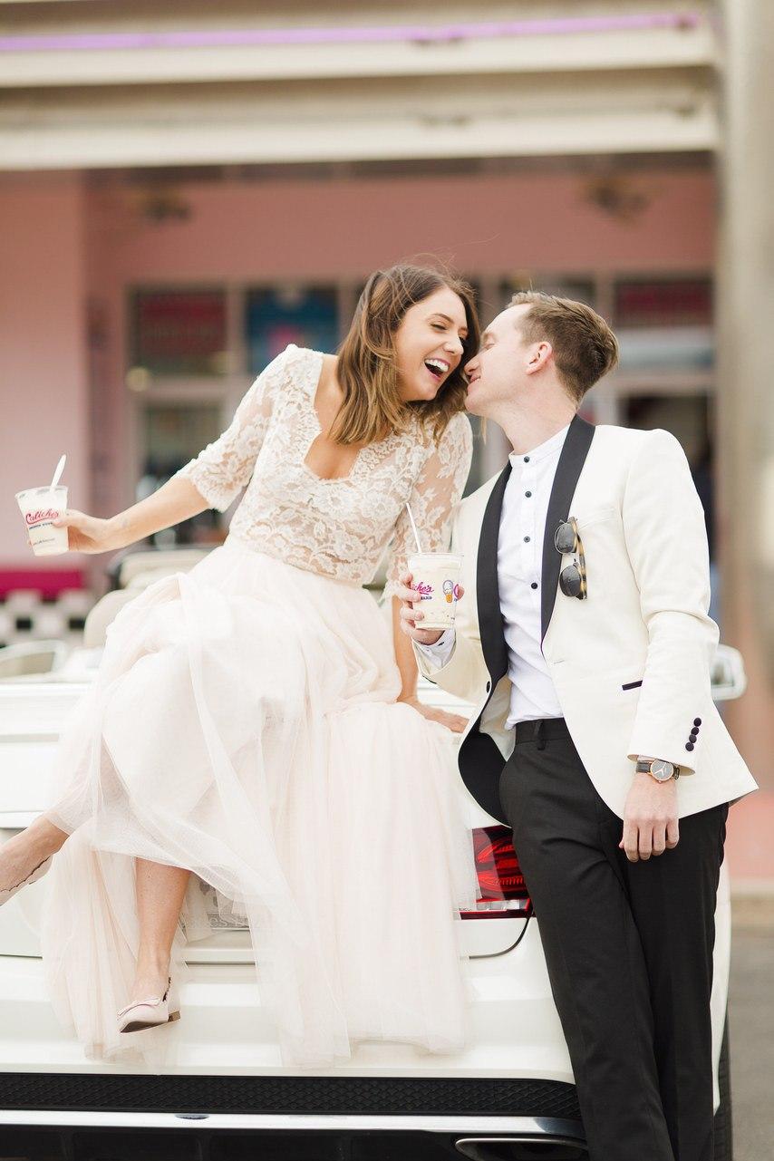 CiqFkq8ocNQ - Он был известен как незаменимый ведущий на свадьбу (30 фото)