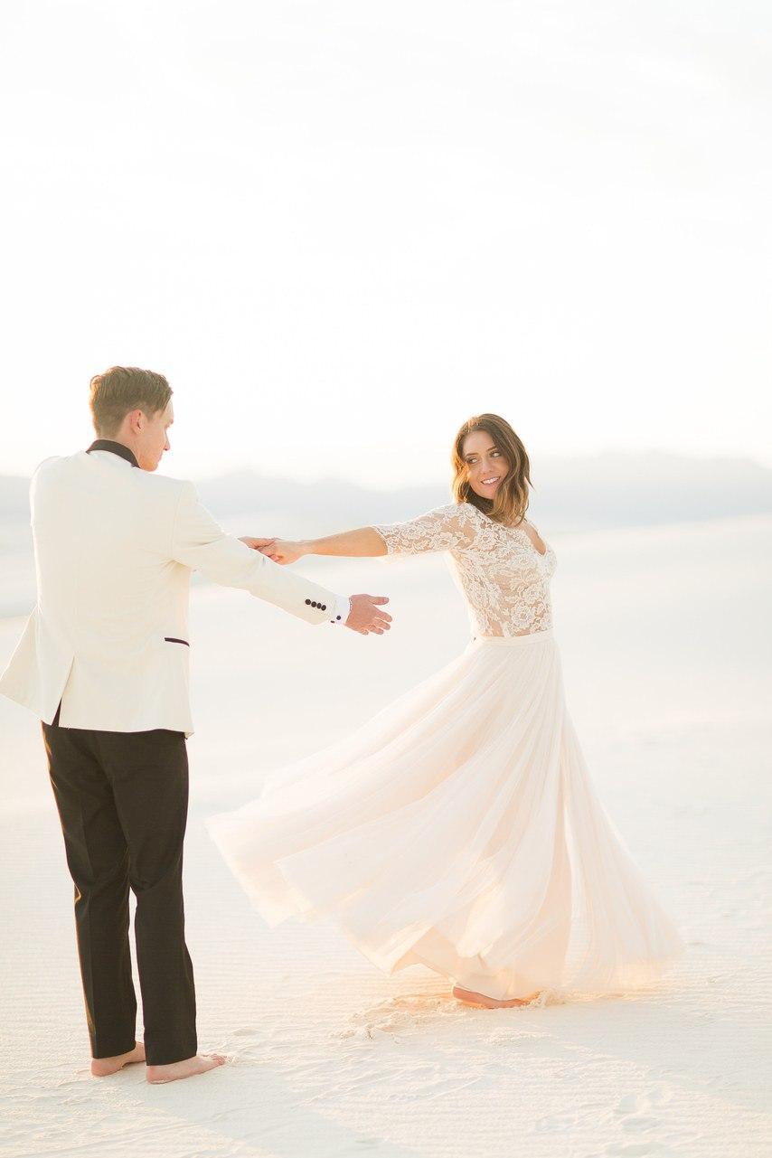 Ua8tC jsn8g - Он был известен как незаменимый ведущий на свадьбу (30 фото)