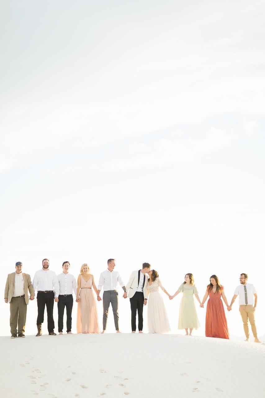 IDUhzHn0LFI - Он был известен как незаменимый ведущий на свадьбу (30 фото)