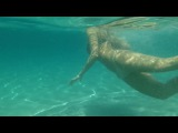 Девушка. Прозрачный Океан. Сексуальный движения (Бесплатное видео)