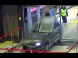 Пьяный омоновец на жигулях рассекает по аэропорту Казани