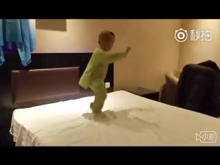 Мальчик, занимающийся тайцзицюань