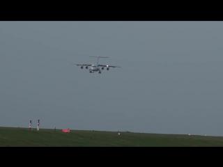 Самолёт сдуло с полосы при посадке в девятибалльный шторм