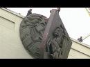 Герб Пагоня здымаюць з будынку Парламенту 1995 г | В Беларуси меняют герб Погоня