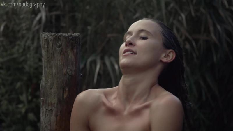 Пери Баумейстер (Peri Baumeister) голая в сериале