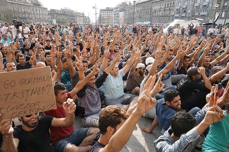 Французская полиция разогнала акцию протеста улагеря беженцев вКале