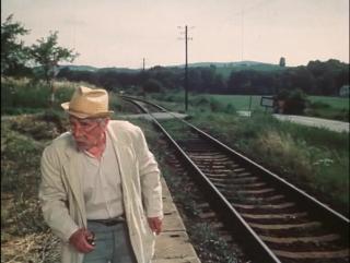 Этот дедушка умеет на ходу прыгать с поезда: Я здесь живу триста лет! И ни одного привидения не видел! - Й-а!