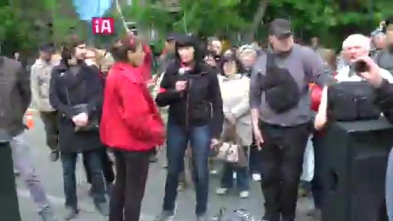 Люди обурені свавіллям поліцейських 9 травня прийшли до будівлі МВС вимагати відставки Арсена Авакова.