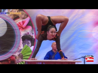 Festival contortionist