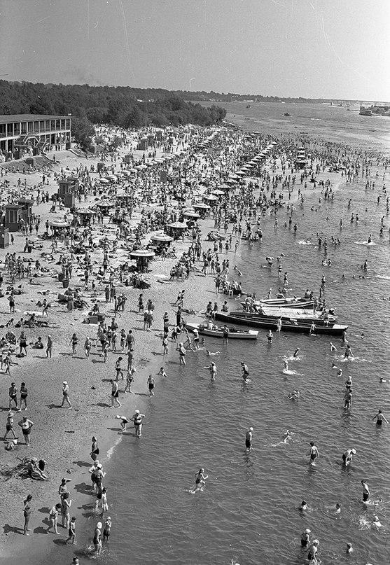 Киев, 1958 год. Киевский пляж. Фото: Ирина Пап
