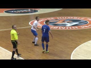 Фейл дня: Курьезный гол из мини-футбола