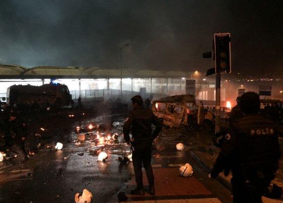Минимум 13 человек погибли в результате взрыва у стадиона «Бешикташа» в Стамбуле