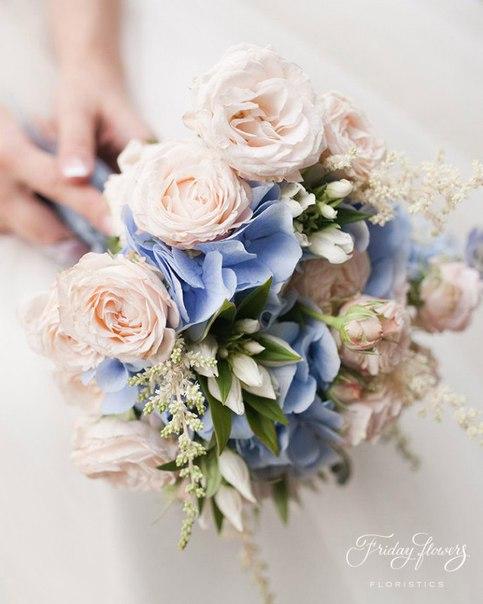 Букет №60 (свадебный). Состав: кустовые пионовидные розы Бомбастик, гортензия, астильба.